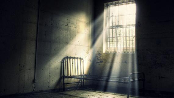 Éjszaka az elhagyatott intézetben
