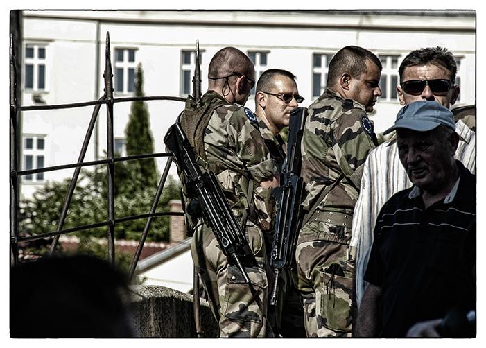 A boszniai látszatnyugalom záloga: a fegyveres békefenntartók