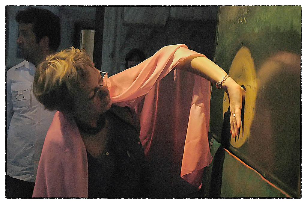A Hagia Sophiában van egy lyuk, amelybe ha bedugjuk a hüvelykujjunkat, majd 360 fokban körbefordítjuk, és ha eztán nyirkos lesz az ujjunk hegye, teljesülni fog az a kívánságunk, amire közben gondoltunk. Nincs látogató, aki ne tenne vele próbát
