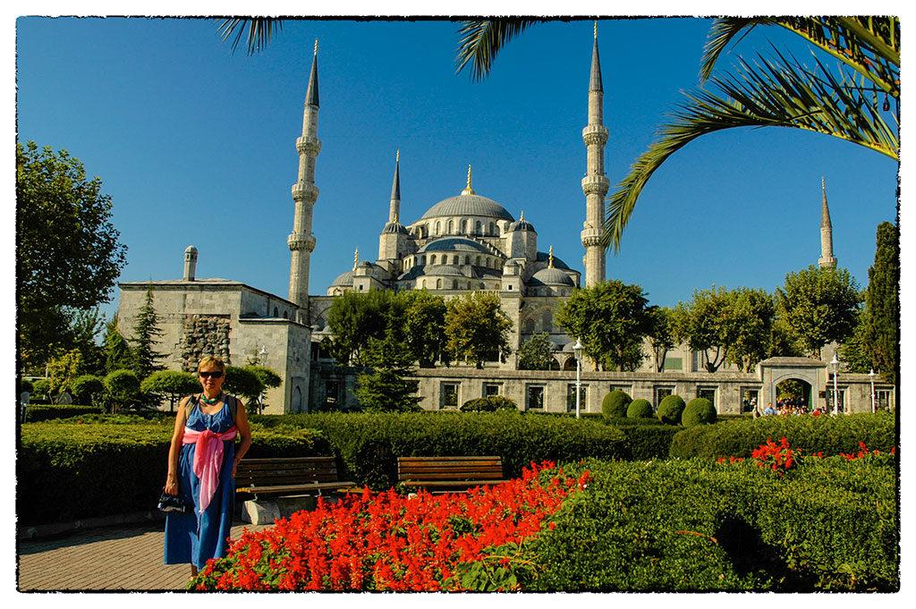 Isztambul ege alatt büszkén nyújtogatja tüskés tornyait a Kék Mecset
