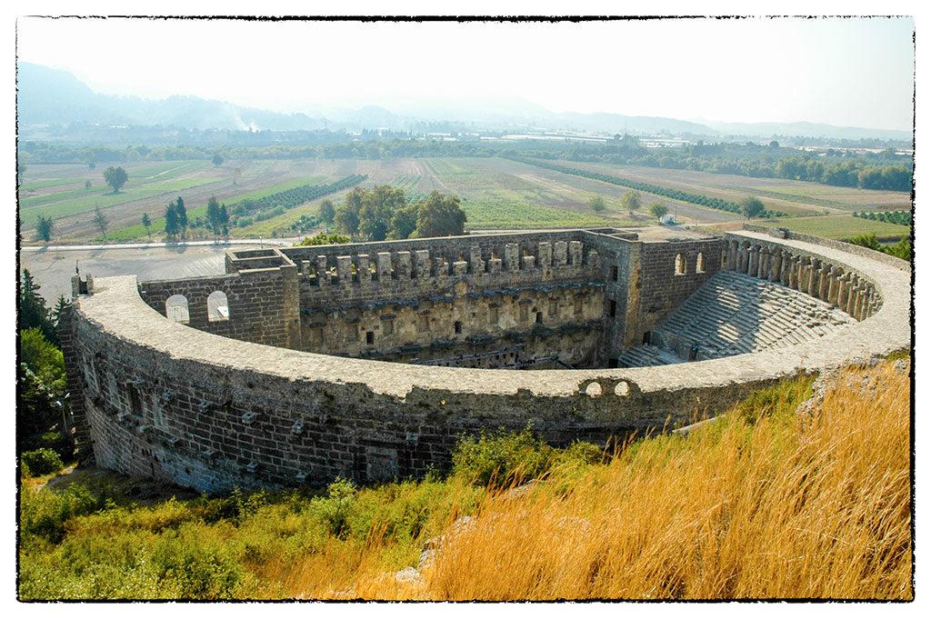 A tökéletes állapotban megmaradt, elképesztő akusztikájú színház Aszpendoszban