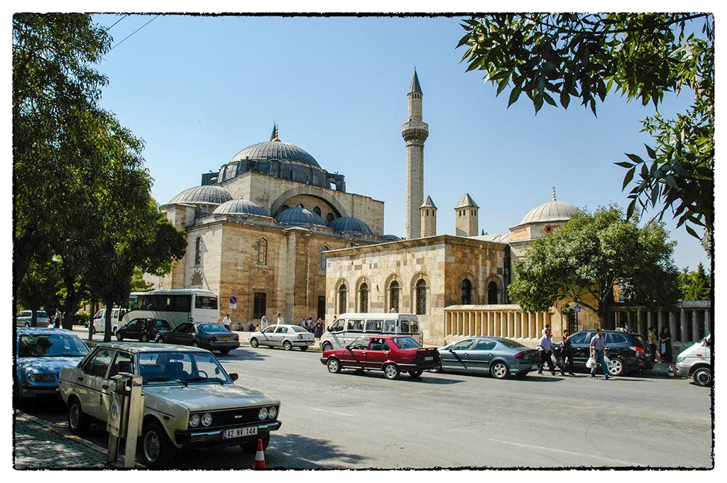 Kónya, a Mevlana mauzóleum, ahol a próféta szakállának egy darabját is őrzik