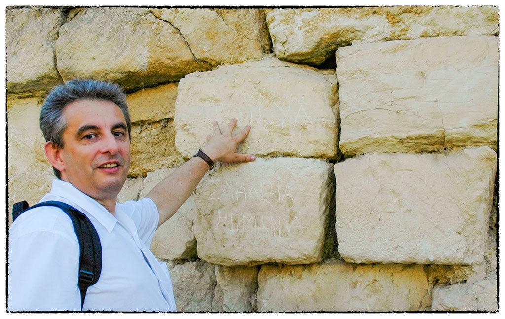 Az ősi falon graffiti is bizonyítja: tényleg Trójában vagyunk.
