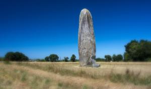 Titokzatos menhir Dol de Bretagne közelében