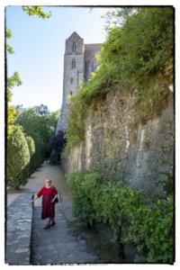 A Mont St Michel egyik árnyékos sétánya